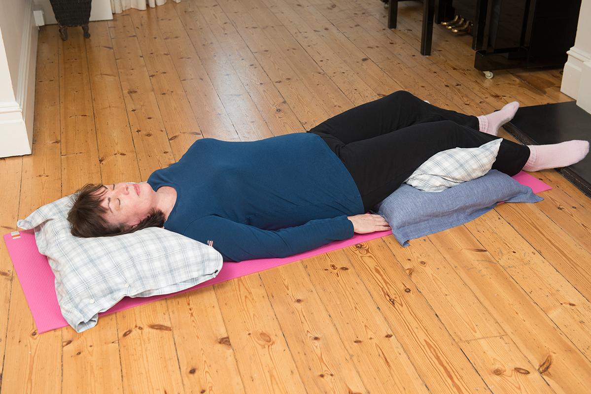 Best sleeping position for back pain for Best sleeping position for upper back pain